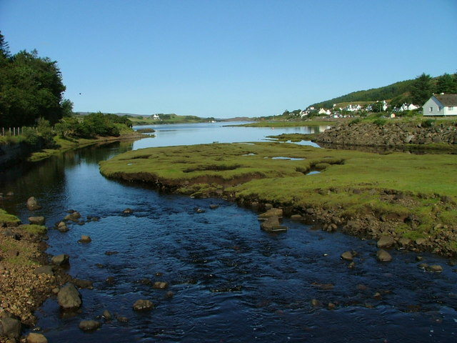 Looking up Dunvegan Loch, by Dave Fergusson via Wikimedia
