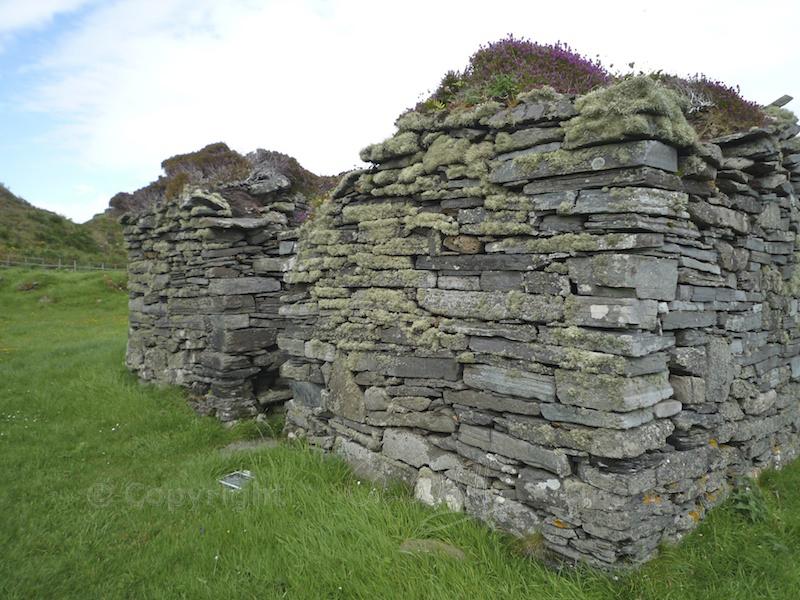 Garvellachs: Lichen on medieval chapel