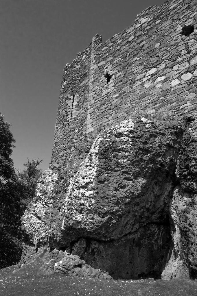 Dunstaffnage Castle (6) BW